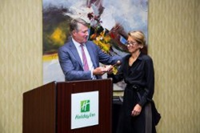 Indianapolis Plastic Surgeons | Dr. Stephen Perkins, MD Dr. Stephen Perkins Hands the IMS Gavel to Susan K. Maisel, MD